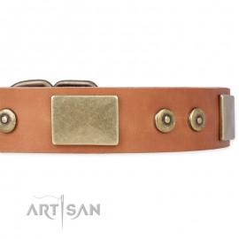 """Schickes Artisan Lederhalsband """"The Middle Ages"""" in natürlicher Farbe für Labrador"""