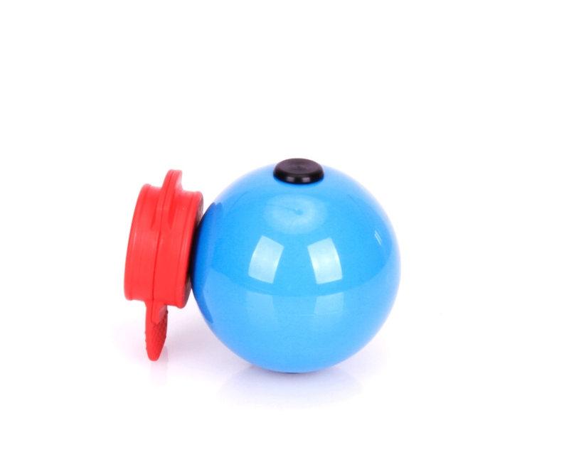 Hundespielzeug Ball aus Kunststoff  fuer Labrador